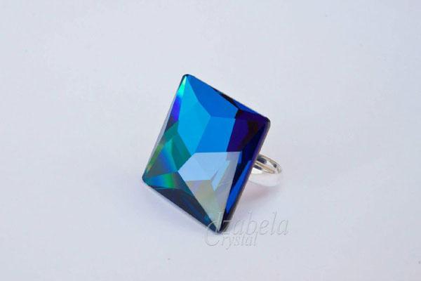 prasten-s-kristal-swarovski-Asymmetric square